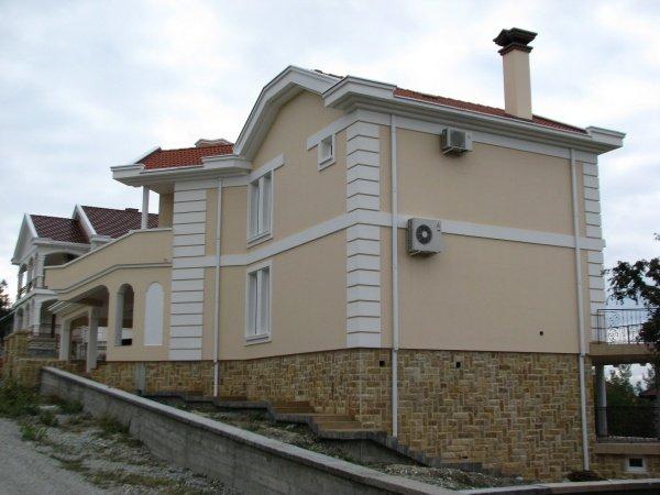 Штукатурка на фасаде загородного дома